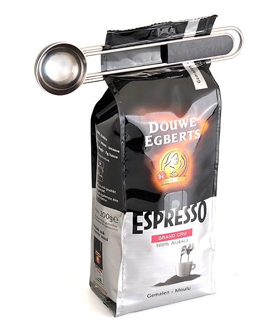 Coffee scooper clip